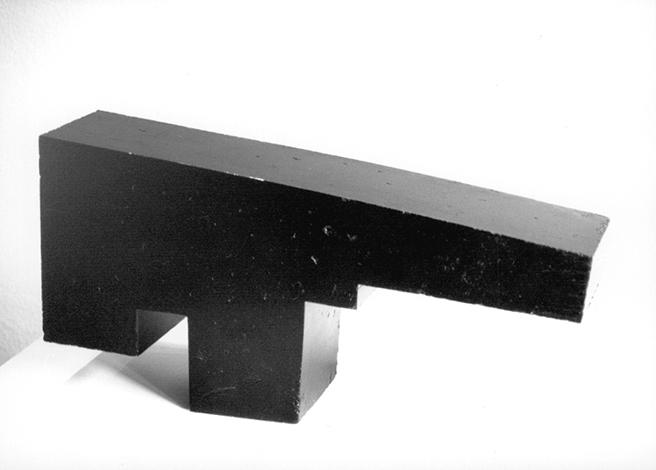 O.T., Asphalt gegossen, 33 x 67 x 15,5 cm, Multiple drei Stück, 2000