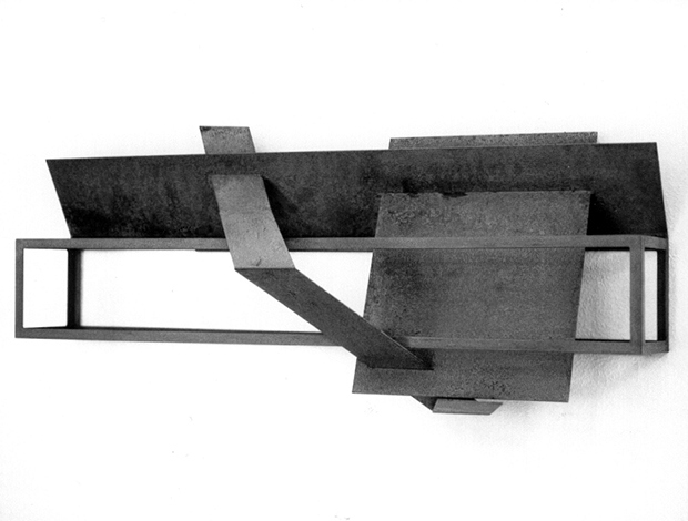 O.T., Stahl geschweisst, 40 x 88 x 26 cm, 1996